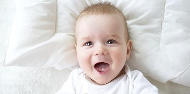 Bebeklerin Gelişimi 1 Yıl İçinde Nasıl İlerler?