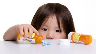 Çocukları Evdeki İlaçlar ve Zehirli Maddelere Karşı Korumak