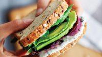 Okulda Giden Çocuklar İçin Basit Sandviç Tarifleri